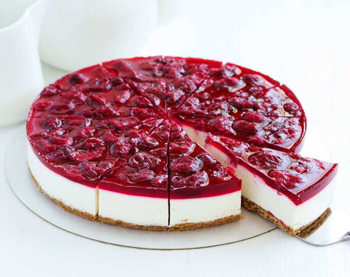 Cold cheesecake with cherry jelly